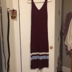 Maroon V-neck knit dress w/slits & stripe details